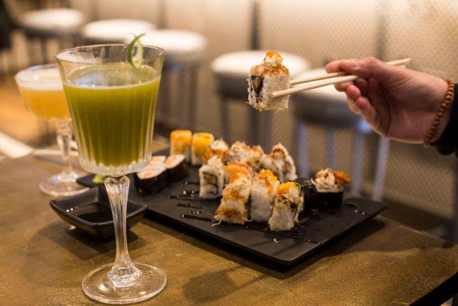 selezione sushi con cocktail